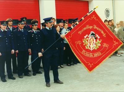 Fahnenweihe 1993 ( an der Fahne Wehrleiter Frank Loff)