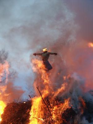 Die Hexe brennt (jedes Jahr in der Walpurgisnacht)